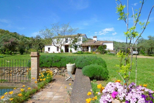 Captivating finca with stables and guest cottage in Aracena