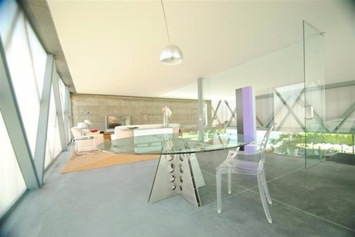 Spacious, modern dining room