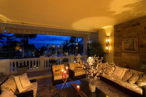 The luxurious lounge-area with breathtaking views to the sea