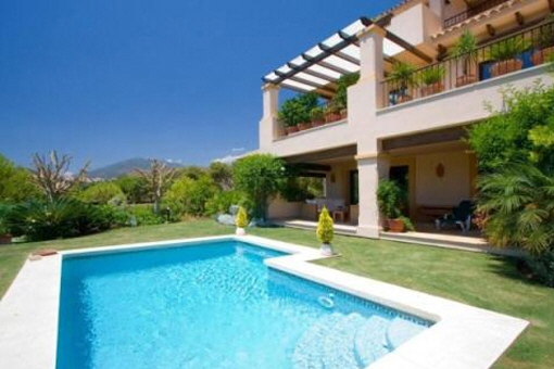 Luxury apartment with private pool in Marbella