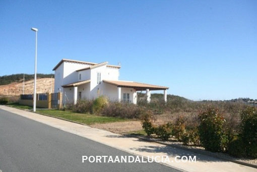 Bright villa with a large plot in Ayamonte