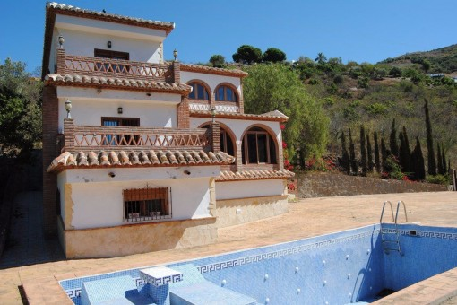 Villa with great architecture and overwhelming views to the valley and the mountains
