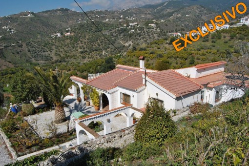 Rustic villa with pool and mountain views in Canillas de Albaida ,Malaga