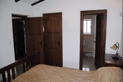 Large bedroom with bath en-suite