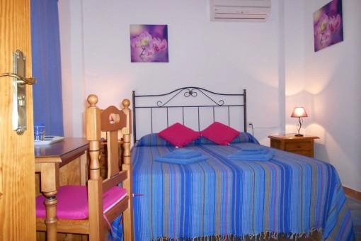Another cozy bedroom