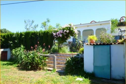 The beautiful garden of the finca