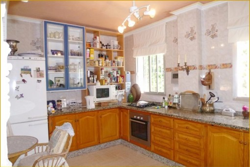 The excellent fully fitted kitchen