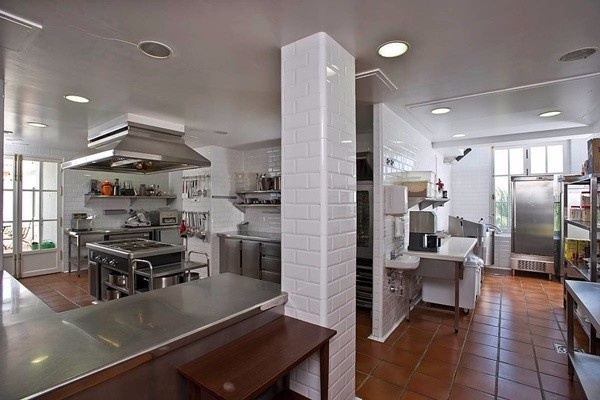 The imposing professionel kitchen
