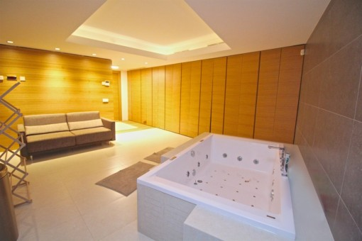 The spa-area with jacuzzi