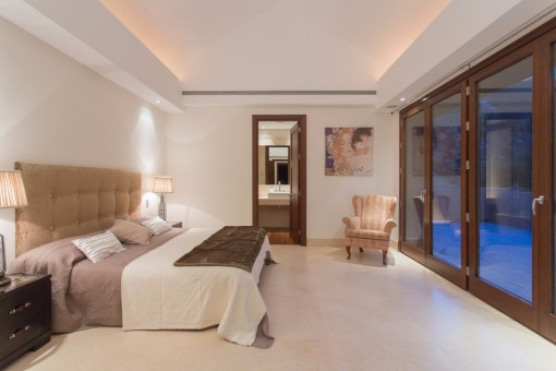 The elegant bedroom