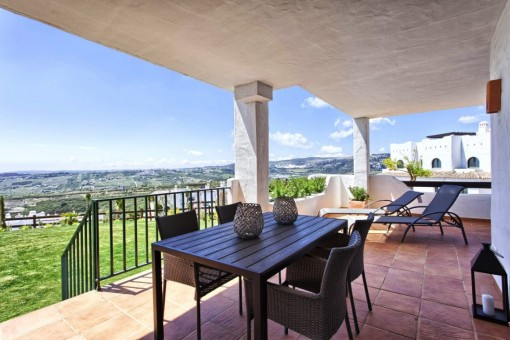New luxury 2, 3 and 4 bed Apartments and Penthouses with stunning sea views just 2km to the beach