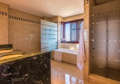 Bathroom with marmol