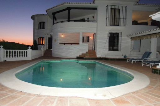 Villa with pool and sea views in Valtocado, Málaga