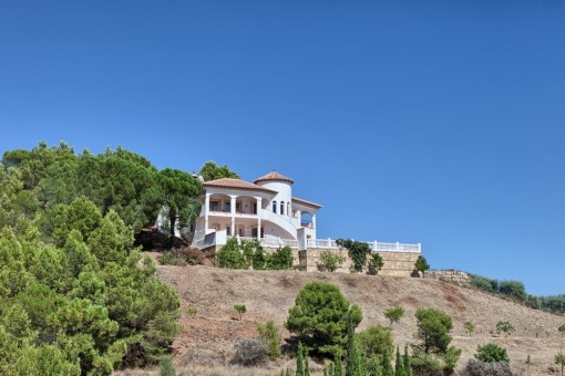 Sideview of the villa