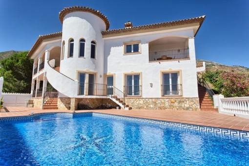 Villa with pool and mountain views in Valtocado, Málaga