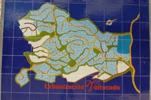 The plot is located in the Urbanisation Valtocado