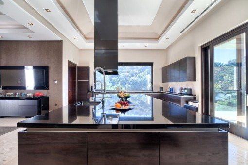 Ultra-modern fully fitted open plan kitchen