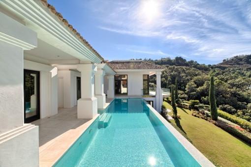 Swimmingpool area with gorgeous views