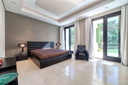 Guest bedroom with marble floor