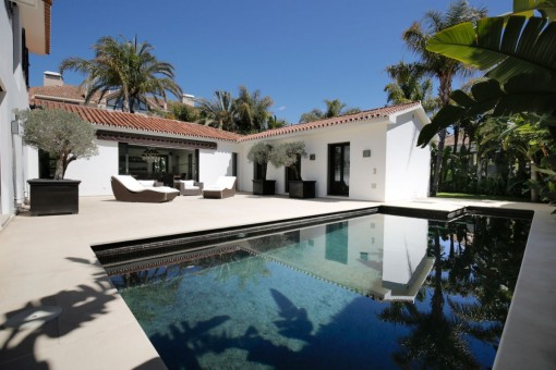 Contemporary style villa located in Los Monteros Playa