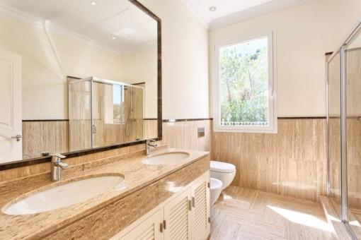 The bathroom en suite