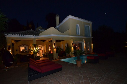 The night views of the garden area