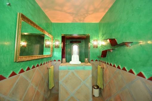 The charming bathroom with bathtub