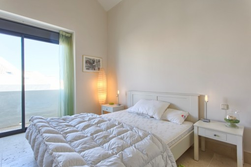 Second bright guest bedroom