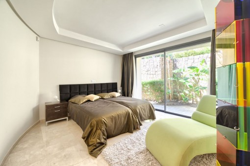 Another guest bedroom with 2 beds