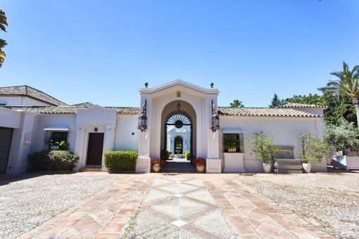Wonderful villa with pool area in Marbella