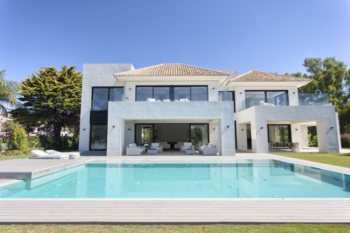Exterior view of the modern villa with large pool