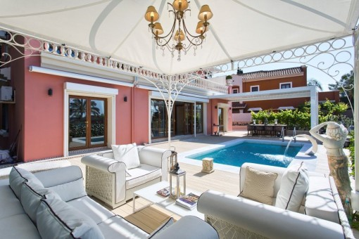 Gorgeous pool area with lounge