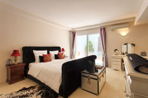 Master bedroom with access to the terrace