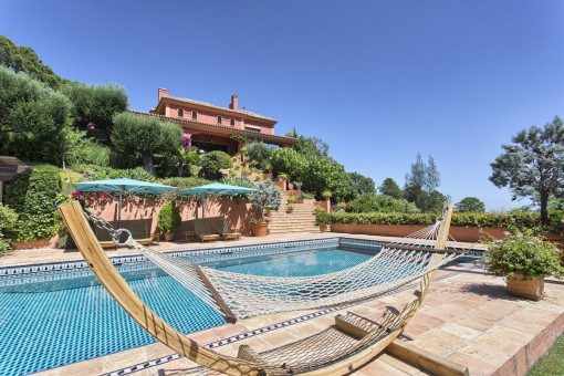 Traditional top quality villa located in La Zagaleta with spectacular views to the Mediterranean and the coast.