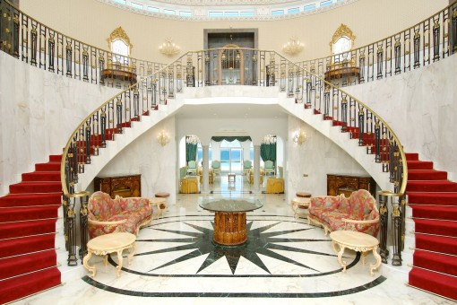 Impressive entrance hall with a double sweeping staircase