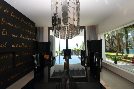 Elegant dining area with direct access to the terrace