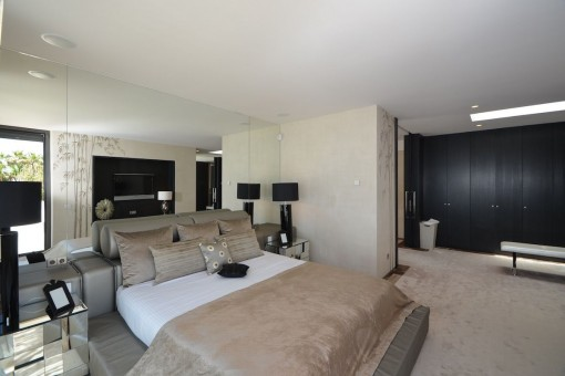 One of 6 comfortable bedrooms