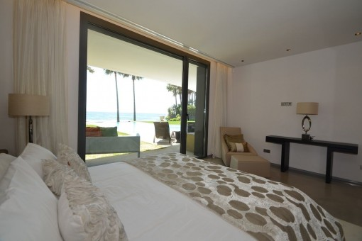 Sea view bedroom with terrace access