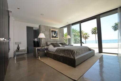 Spacious double-bedroom with dreamlike sea views