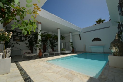 Realxing inner courtyard with pool