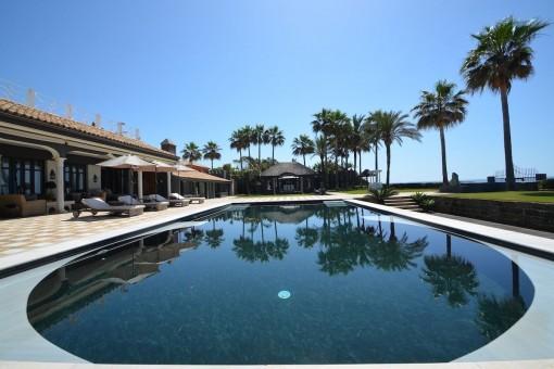 Wonderful outdoor pool with sun terrace