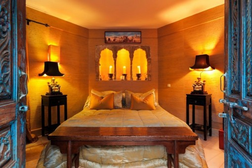 Very cosy bedroom in warm colours