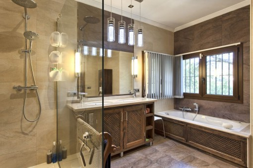 Tasteful bathroom with bathtub and rain shower
