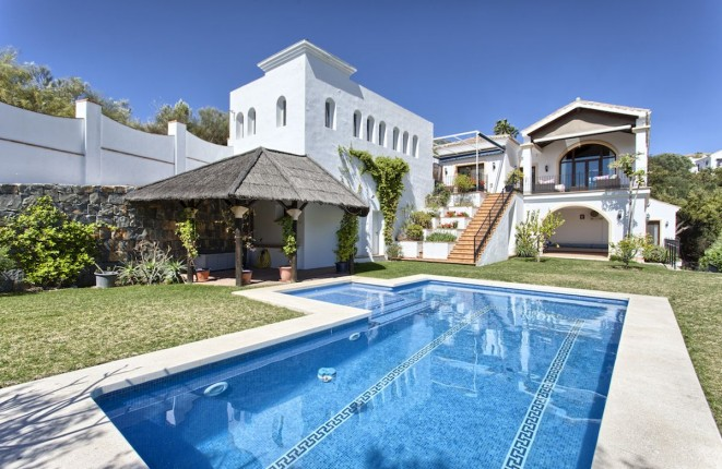 Villa with beautiful views to the...