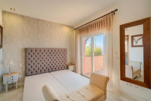 Comfortable bedroom with double bed and access to the outdoor area