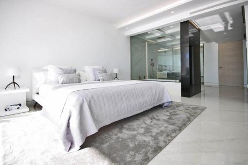 Another bedroom with bathroom en suite