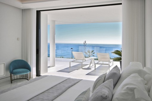 Bedroom with direct access to the terrace