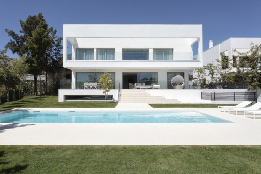 Residential project of 6 luxurious villas located in the heart of the prestigious neighbourhood of Guadalmina Casasola in Marbella