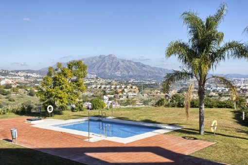 Spacious townhouse with a panoramic sea view in Benahavis