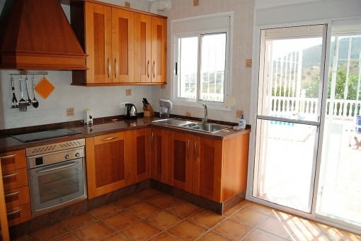 Fully equipped kitchen with access to the terrace